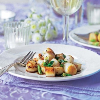 Garlicy, ginger scallops