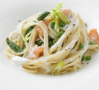 Organic spaghetti salmon primavera