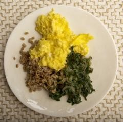 SCRAMBLED EGGS WITH GREENS AND GRAINS