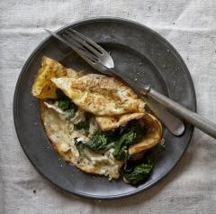 SPINACH AND CHEESE OMLETTE