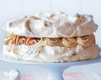 Toffee _ pistachio meringue